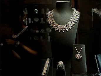 Over 40 companies participate in eleventh gold jewelry fair in Yerevan