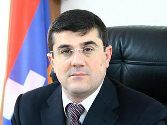 Karabakh president receives Armenian philanthropist from the diaspora