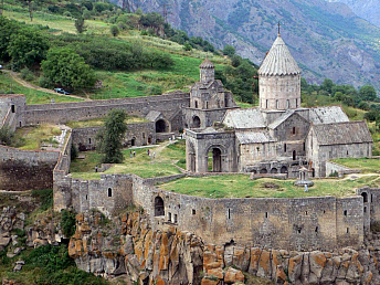 Iran intends to expand cooperation with Armenia in medical, musical and eco tourism
