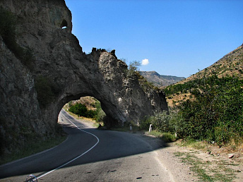 Motor traffic on road section between Armenia's Tsovagyukh village and Dilijan tunnel to cease for repair