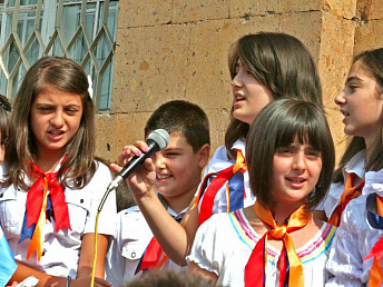 Yerevan Mayor wishes school-leavers good school to adulthood transition