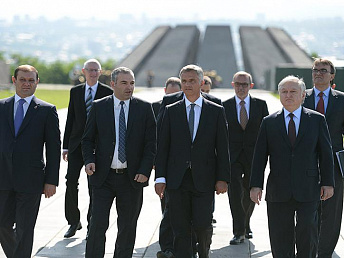 Swiss president honors memory of victims of genocide against Armenians at Tsitsernakaberd