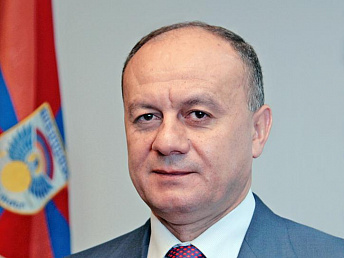 Armenian defense minister off to Moscow